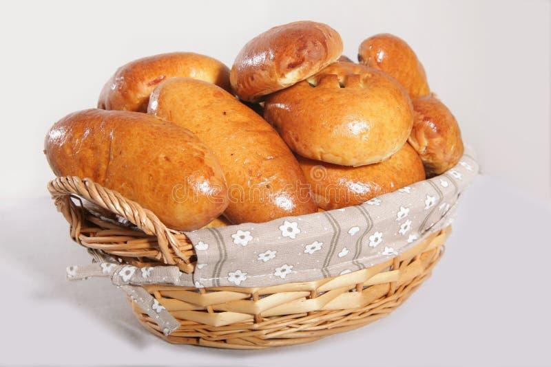Empanadas deliciosas en una n la cesta fotografía de archivo libre de regalías