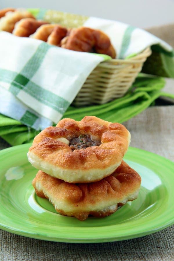 Empanadas fritas hechas en casa con la carne imagen de archivo libre de regalías
