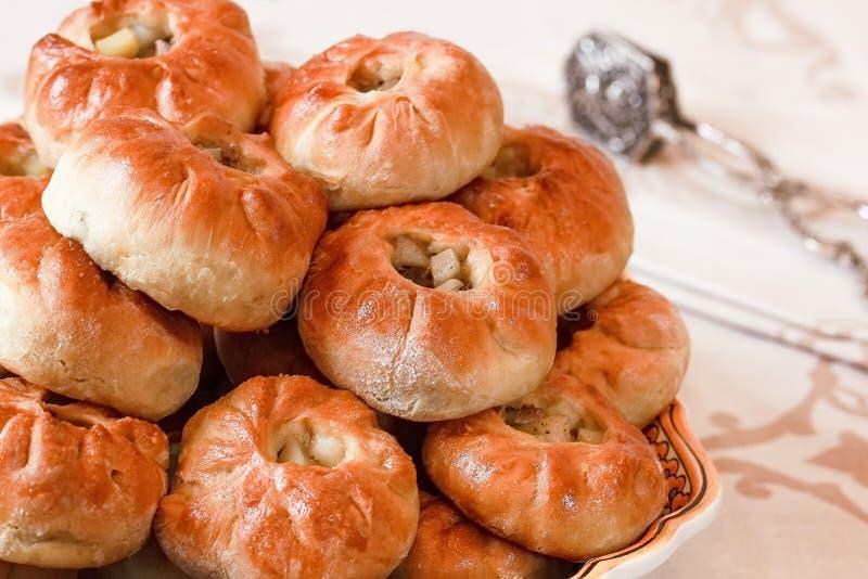 Empanadas hechas en casa deliciosas con la carne y las patatas imágenes de archivo libres de regalías