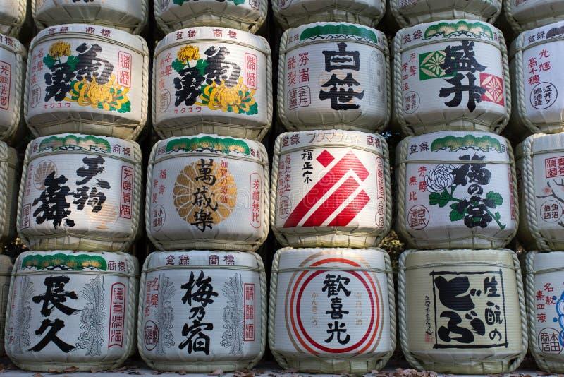 Empaquetado japonés de los barriles de vino de arroz del motivo imagenes de archivo