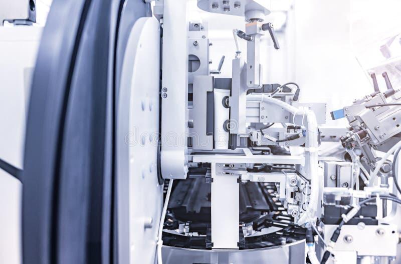 Empaquetadora automática para los productos cosméticos industriales foto de archivo
