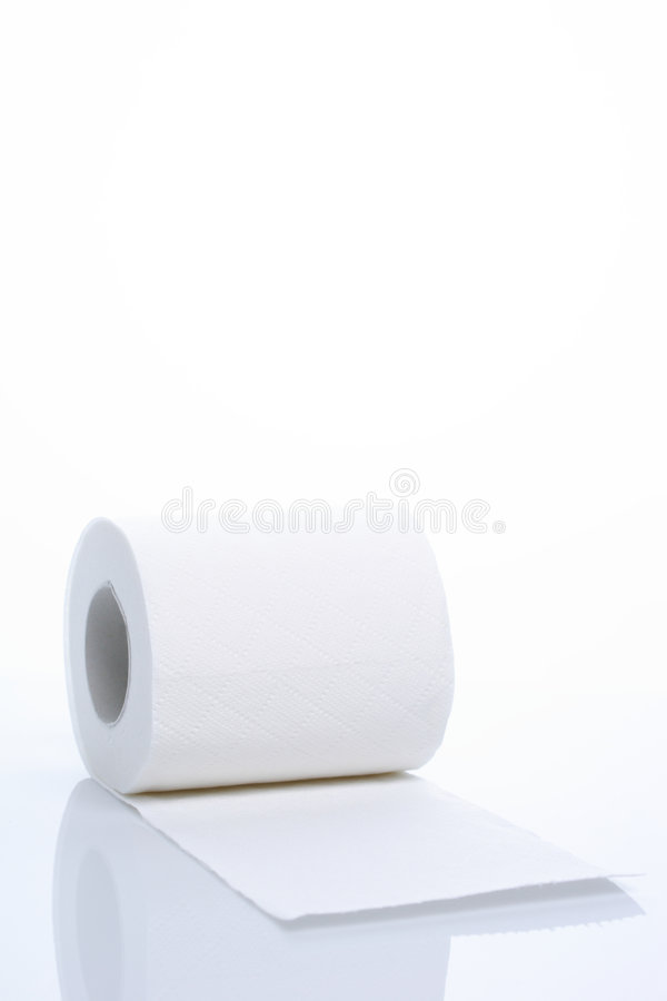 empaquetez la toilette de roulis image stock