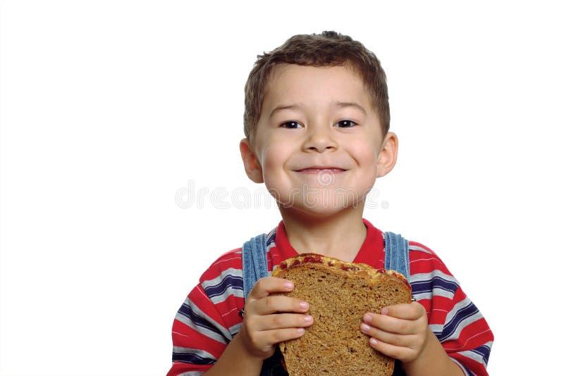 Emparedado de la mantequilla del muchacho y de cacahuete fotos de archivo
