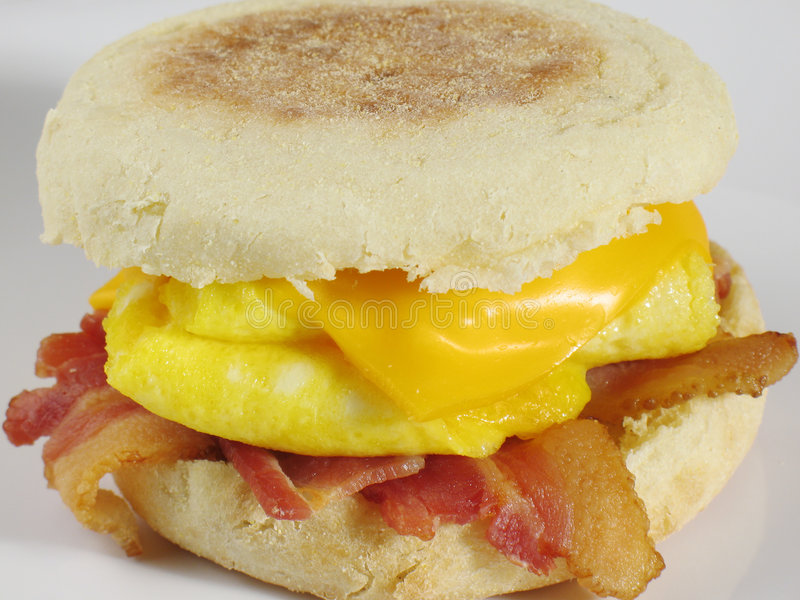 Emparedado del desayuno del tocino fotografía de archivo
