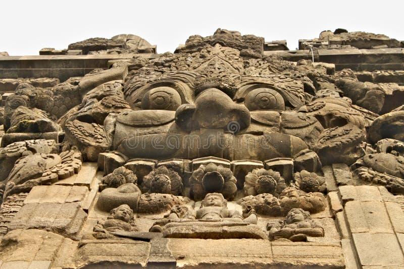 Emparede el alivio en el templo de Prambanan - templo hindú del siglo IX, fotografía de archivo libre de regalías