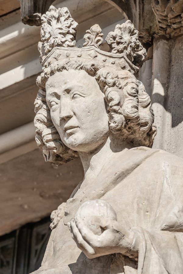 Emparede la figura de la reina en el façade principal de la catedral en Magdeburgo, imagen de archivo libre de regalías