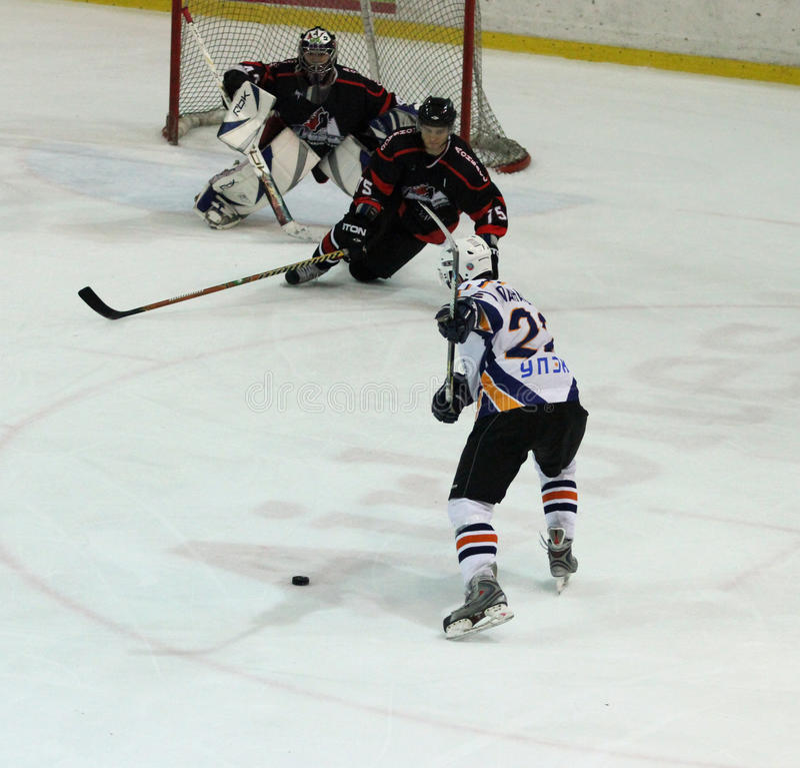 Emparejamiento del hockey sobre hielo de Kharkov- Donbass imagen de archivo libre de regalías