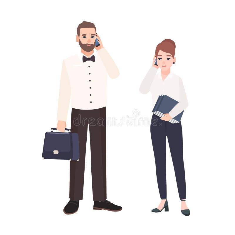 Emparelhe dos caixeiros vestidos na roupa do negócio que está e que fala no telefone O homem ocupado e os trabalhadores de escrit ilustração do vetor