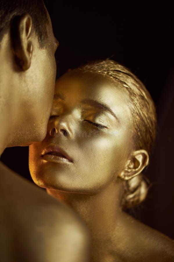 Emparelhe, pintado com a pintura do ouro, beijos Afinidade, unreality, única unidade fotografia de stock royalty free