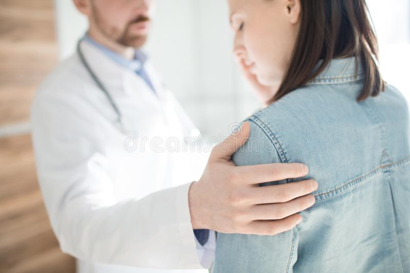 Empathie voor patiënt stock afbeelding