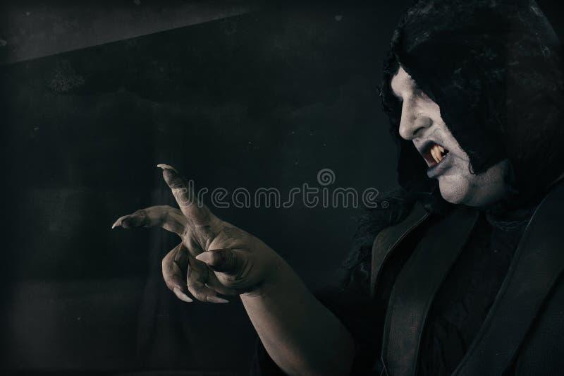 Empeine fantasmagórico del diablo con los clavos asustadizos grandes Infierno y horror imagen de archivo libre de regalías