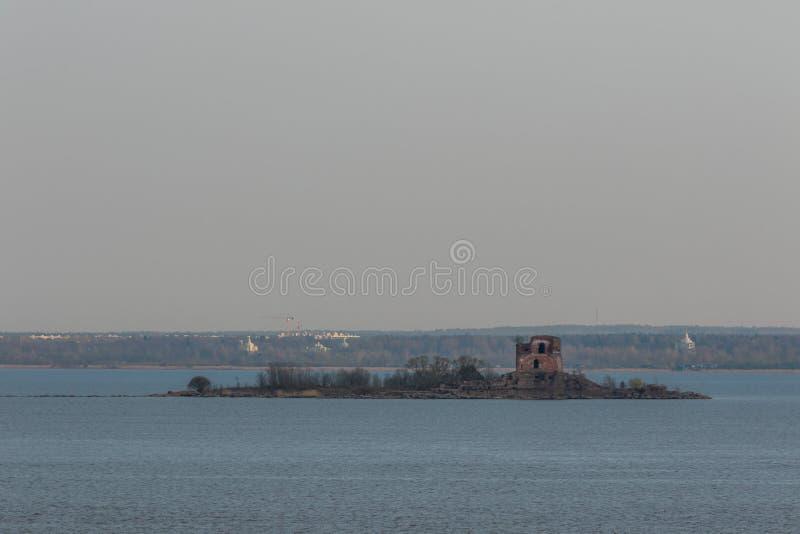 Emperador histórico Paul 1, ROSBANK del fuerte alrededor de la costa meridional de Kronstadt foto de archivo
