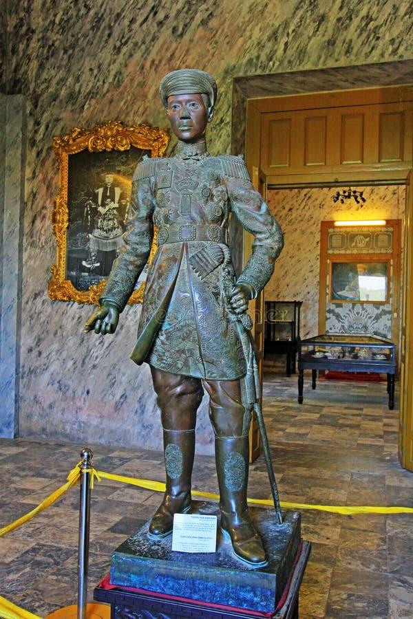 Emperador Khai Dinh Statue In Imperial Tomb de Khai Dinh, sitio de Hue Vietnam Unesco World Heritage fotos de archivo libres de regalías