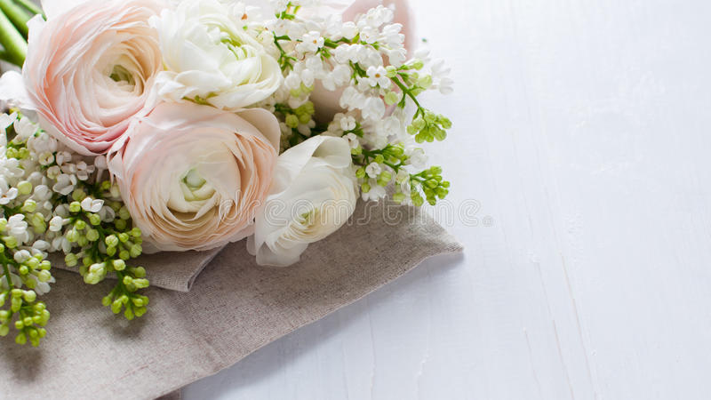Empfindlicher eleganter Blumenstrauß von Blumen stockbilder