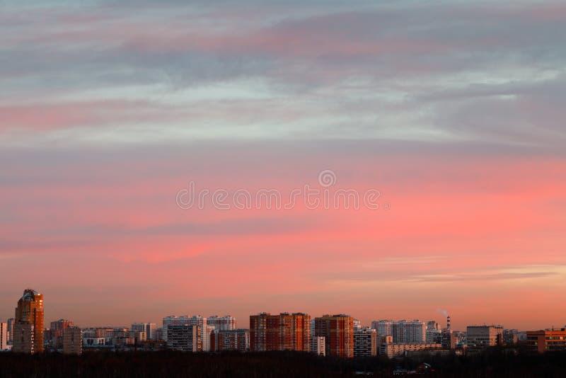 Empfindlicher rosa und blauer Sonnenaufganghimmel des frühen Morgens lizenzfreie stockbilder