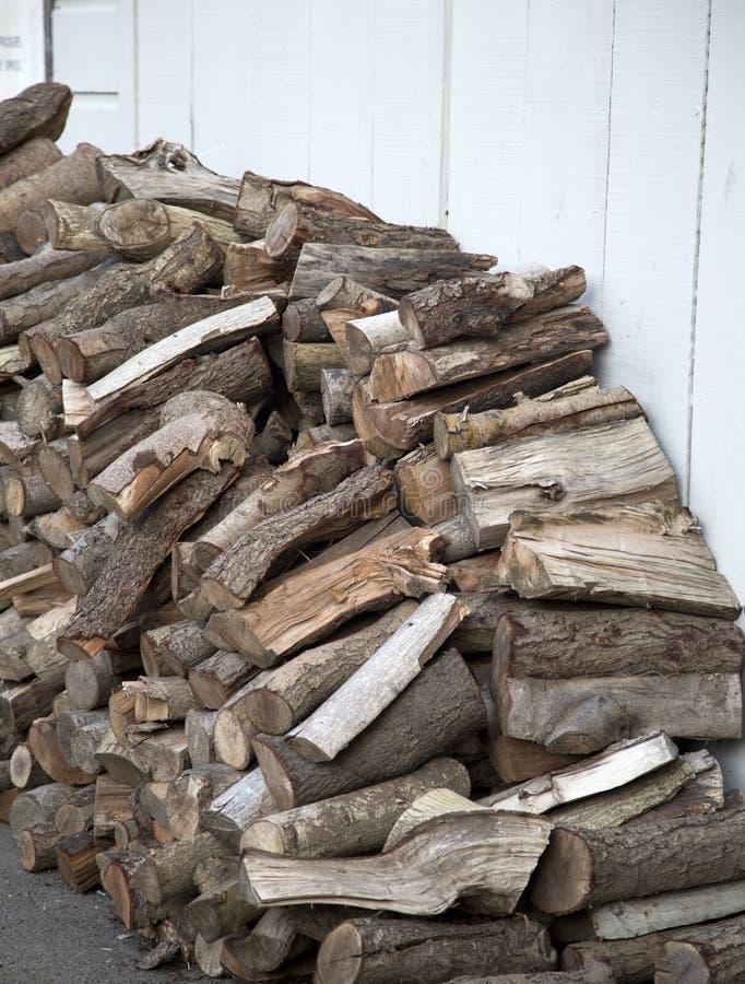 Empilé du bois de chauffage photo libre de droits
