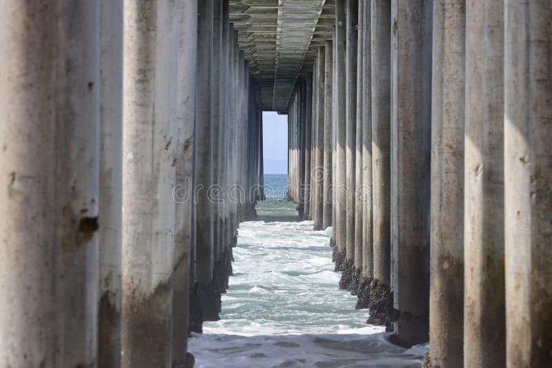 Empilages de pilier sous un pilier photo libre de droits