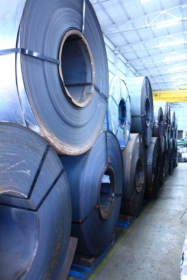 Empilhado acima das bobinas de aço laminadas a alta temperatura e laminadas fotografia de stock