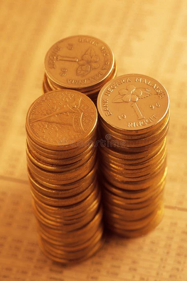 Empilhado de moedas de ouro fotos de stock royalty free