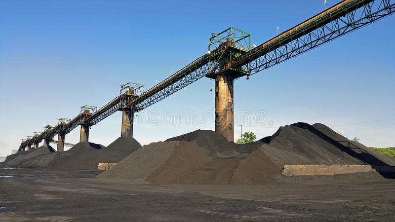 Empilhamento de carvão fotografia de stock royalty free