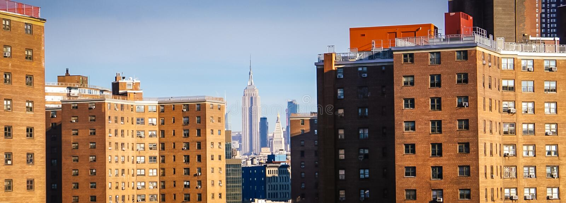 Empire State Building från den Brooklyn bron i New York City, New York USA arkivfoton