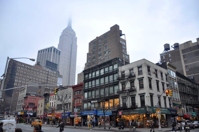 Empire State Building i W połowie grodzka linia horyzontu zdjęcia royalty free