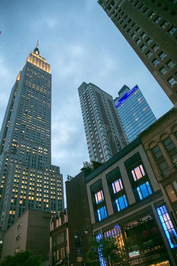 Empire State Building la nuit, vu de dessous, New York, mai 2019 image libre de droits