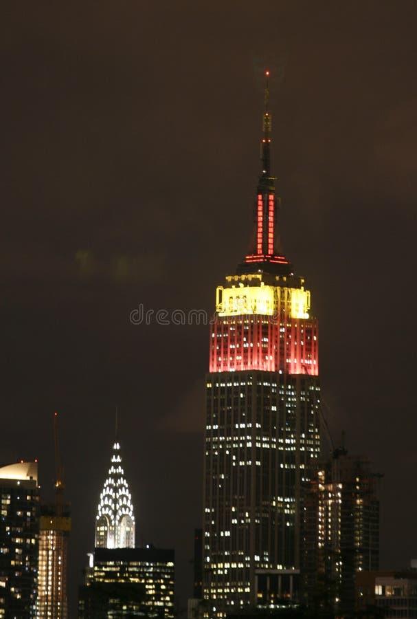 Empire State Building leuchtet für China lizenzfreie stockfotos