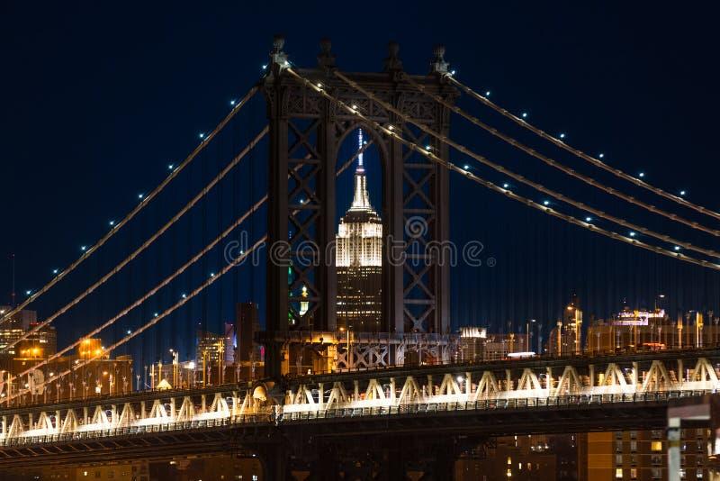 Empire State Building que enmarca del puente de Manhattan foto de archivo libre de regalías