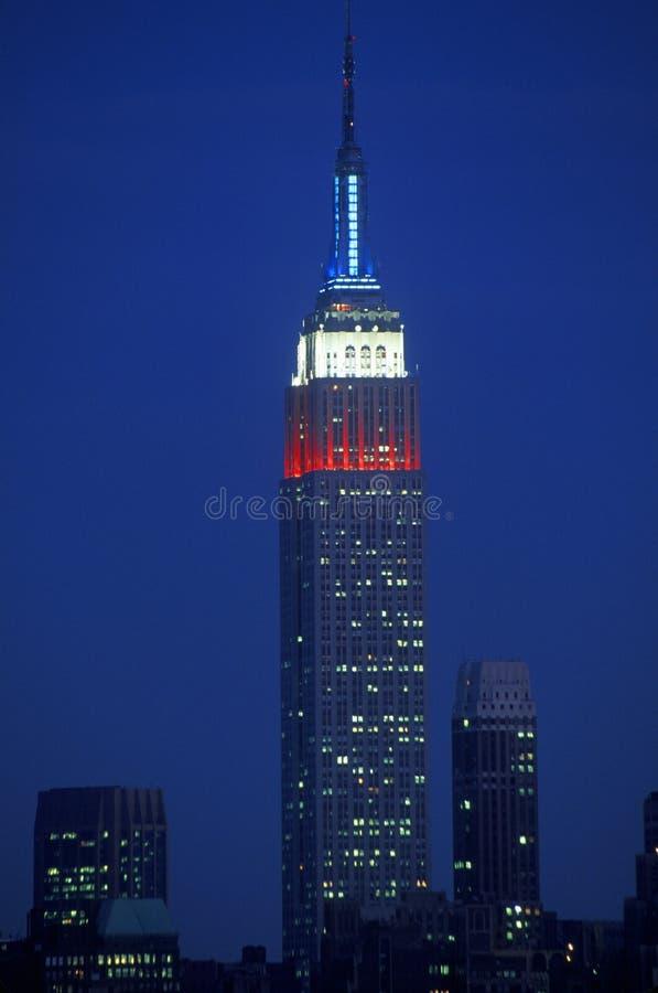 Empire State Building som sett från Weehawken som är ny - ärmlös tröja på natten fotografering för bildbyråer