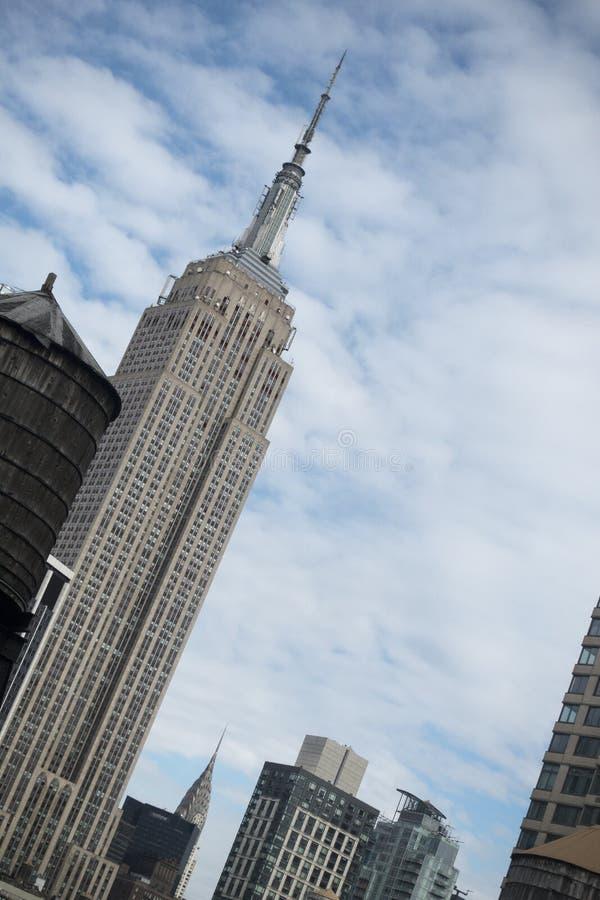 Empire State del Midtown de los edificios de Watertowers New York City fotos de archivo libres de regalías