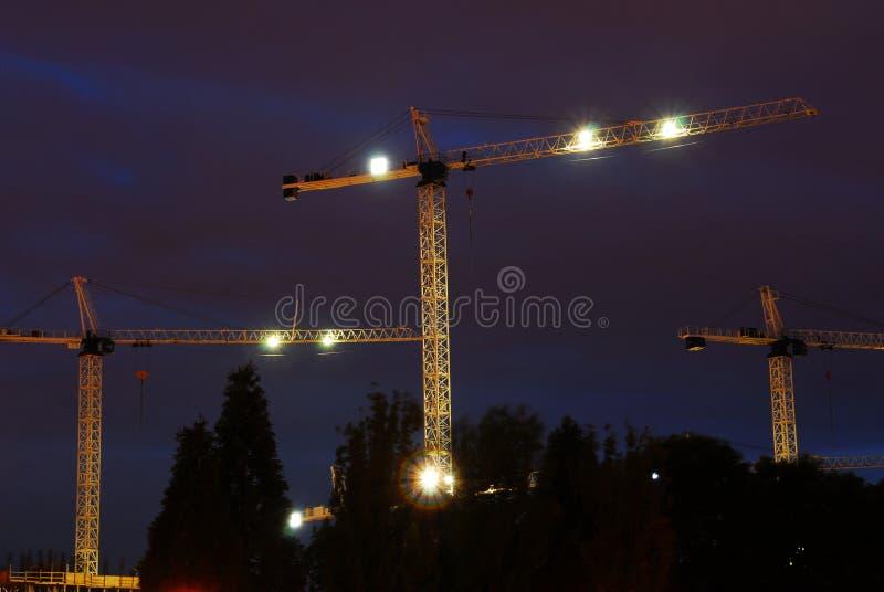 Emplazamiento de la obra en la noche imagenes de archivo