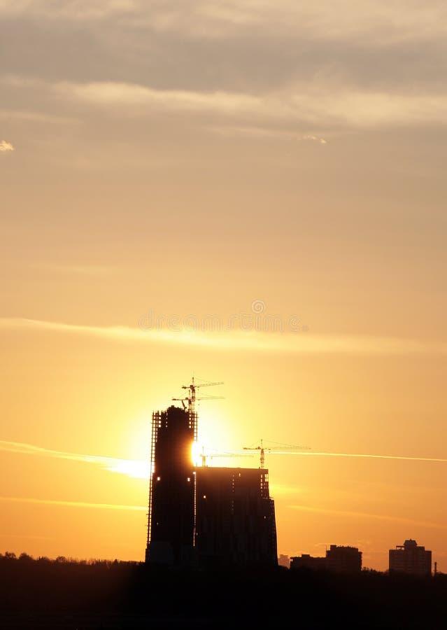 Emplazamiento de la obra en puesta del sol fotos de archivo