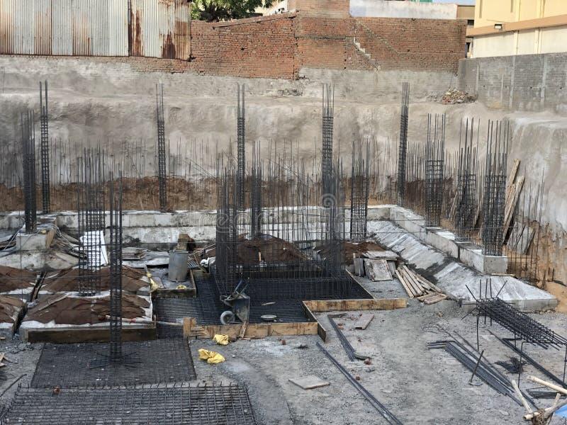 Emplazamiento de la obra de la estructura de edificio Base del edificio fotos de archivo