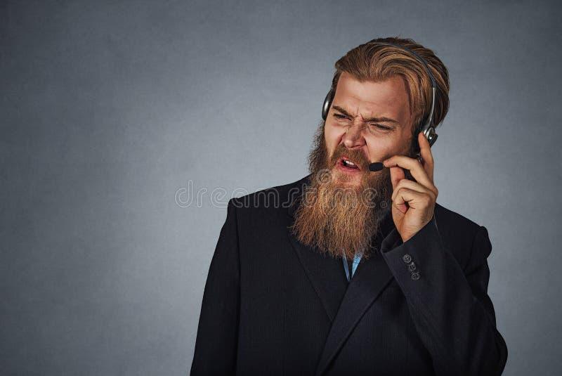 Empleado enfadado del servicio de atención al cliente alguien que grita fotografía de archivo