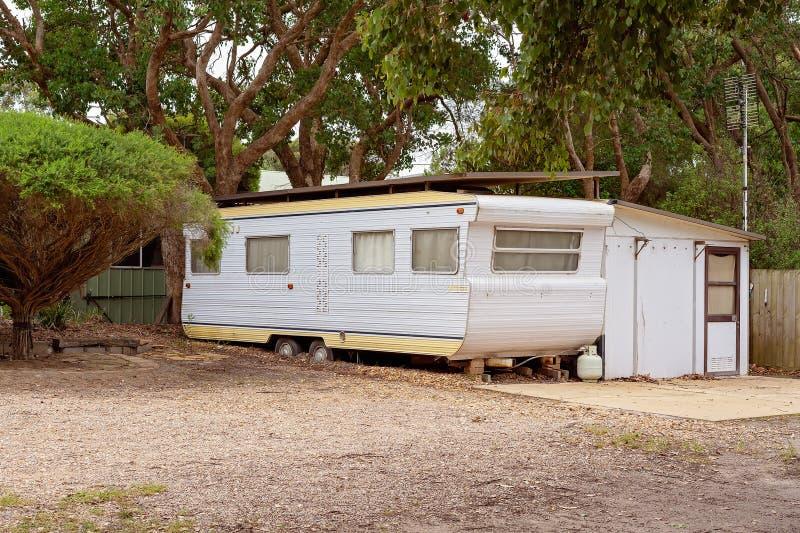 Emplee el parque de la caravana de Van In A imagen de archivo