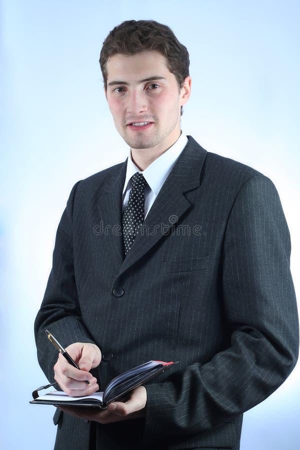 Employé de bureau avec le crayon lecteur et la note photos libres de droits