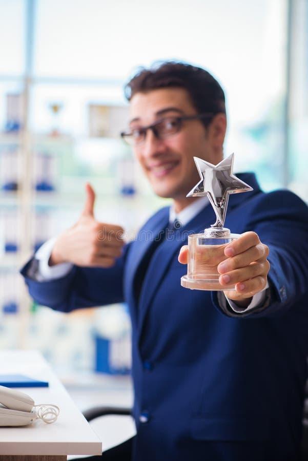 Employé de gain d'homme d'affaires le meilleur de la récompense de mois images stock