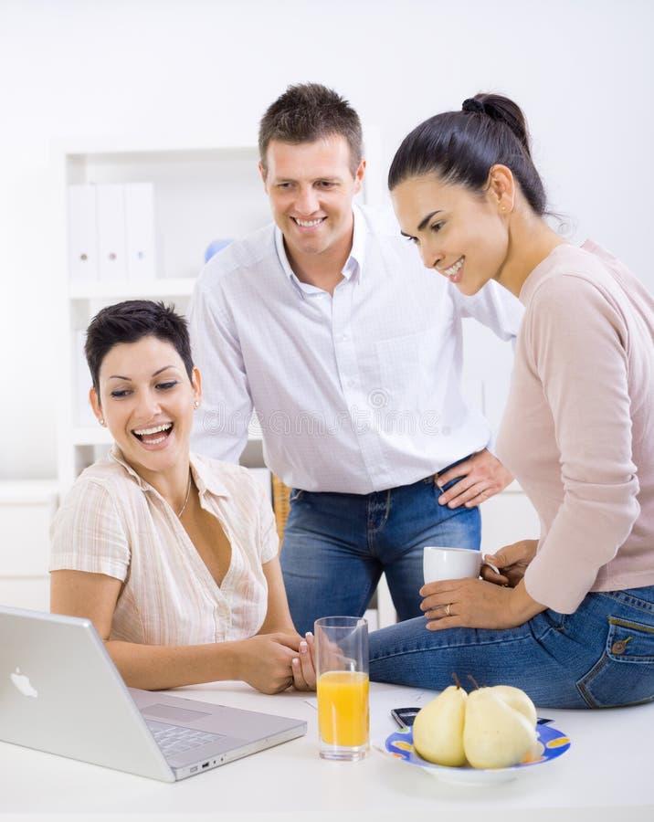Download Employés de bureau image stock. Image du businesswoman - 8658765