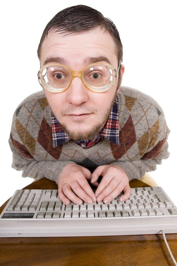 Empollón con el teclado fotografía de archivo