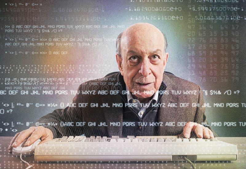 Empollón mayor del pirata informático imagen de archivo libre de regalías
