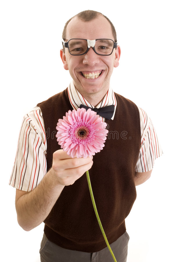 Empollón sonriente que ofrece una flor. foto de archivo libre de regalías