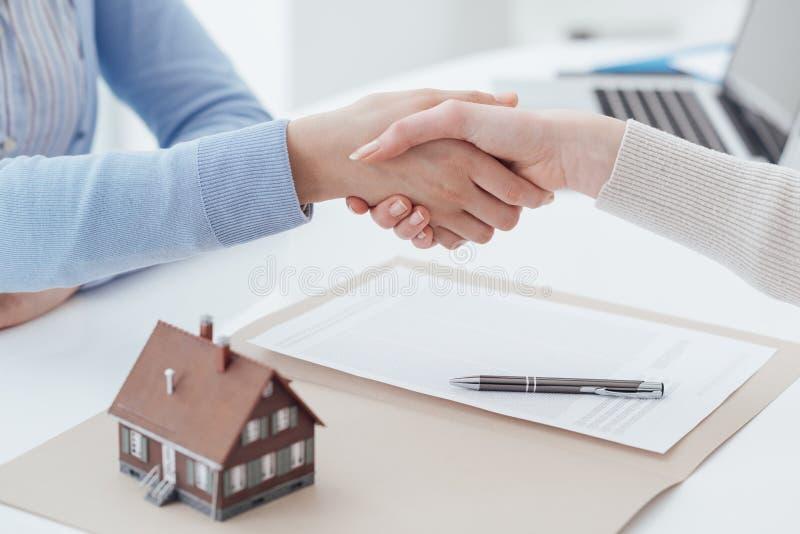 Empréstimo hipotecario e seguro foto de stock