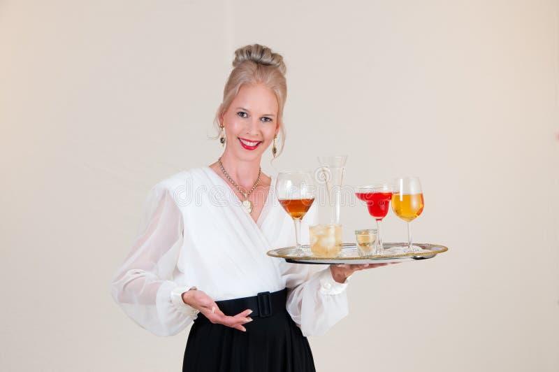 Empregada de mesa da bebida imagens de stock