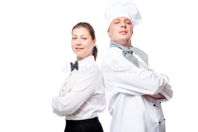 empregada de mesa e cozinheiro chefe seguros no retrato branco do fundo imagem de stock royalty free