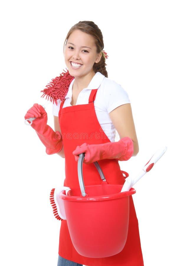 Empregada doméstica bonito com fontes de limpeza fotos de stock royalty free