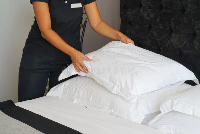 Empregada doméstica Making Bed fotos de stock