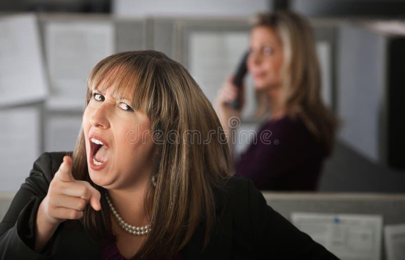 Empregado de mulher irritado fotos de stock