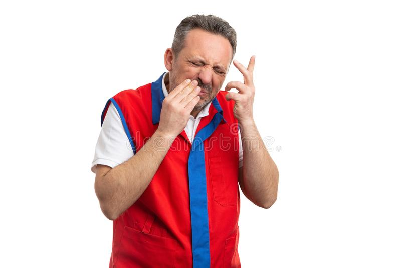 Empregado do hipermercado que toca no mordente como a dor de dente foto de stock royalty free