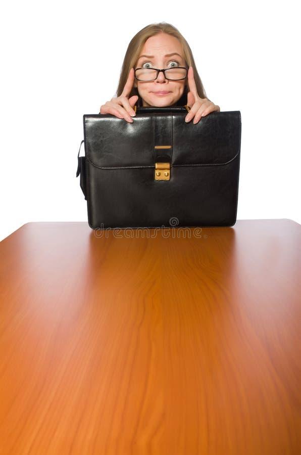 Empregado do sexo feminino que senta-se na tabela longa isolada no branco fotografia de stock